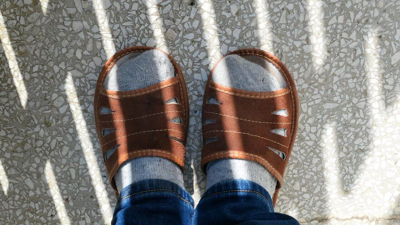 Best Shoes For Swollen Feet and Ankles